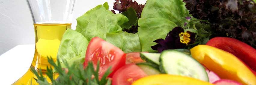 Bunter Salat mit Leindotteröl-Dressing